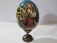 Яйцо расписное на подставке дерево (бук), украиночка с цветами