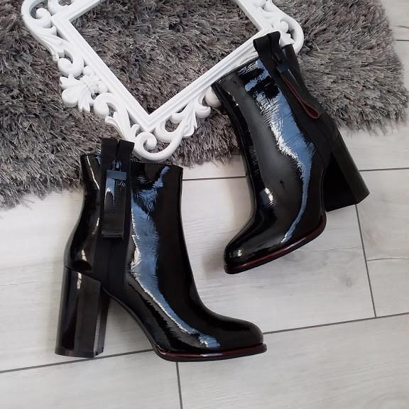 Черевики жіночі демісезонні чорні на каблуку лакові