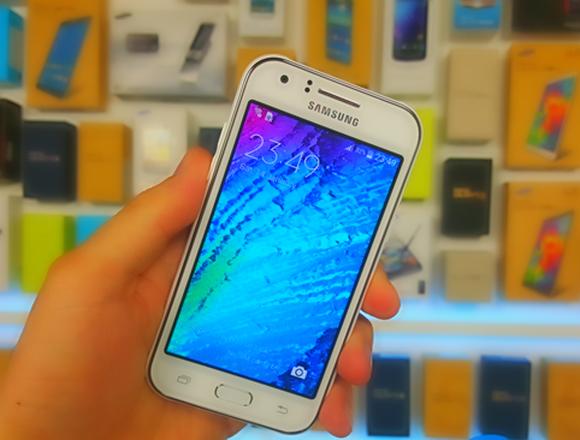 Бюджетный смартфон Samsung Galaxy J1 Ace Budget smartphone Samsung Galaxy J1 Ace