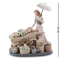 """Композиция """"Девушка с цветами"""" Pavone 32 см"""