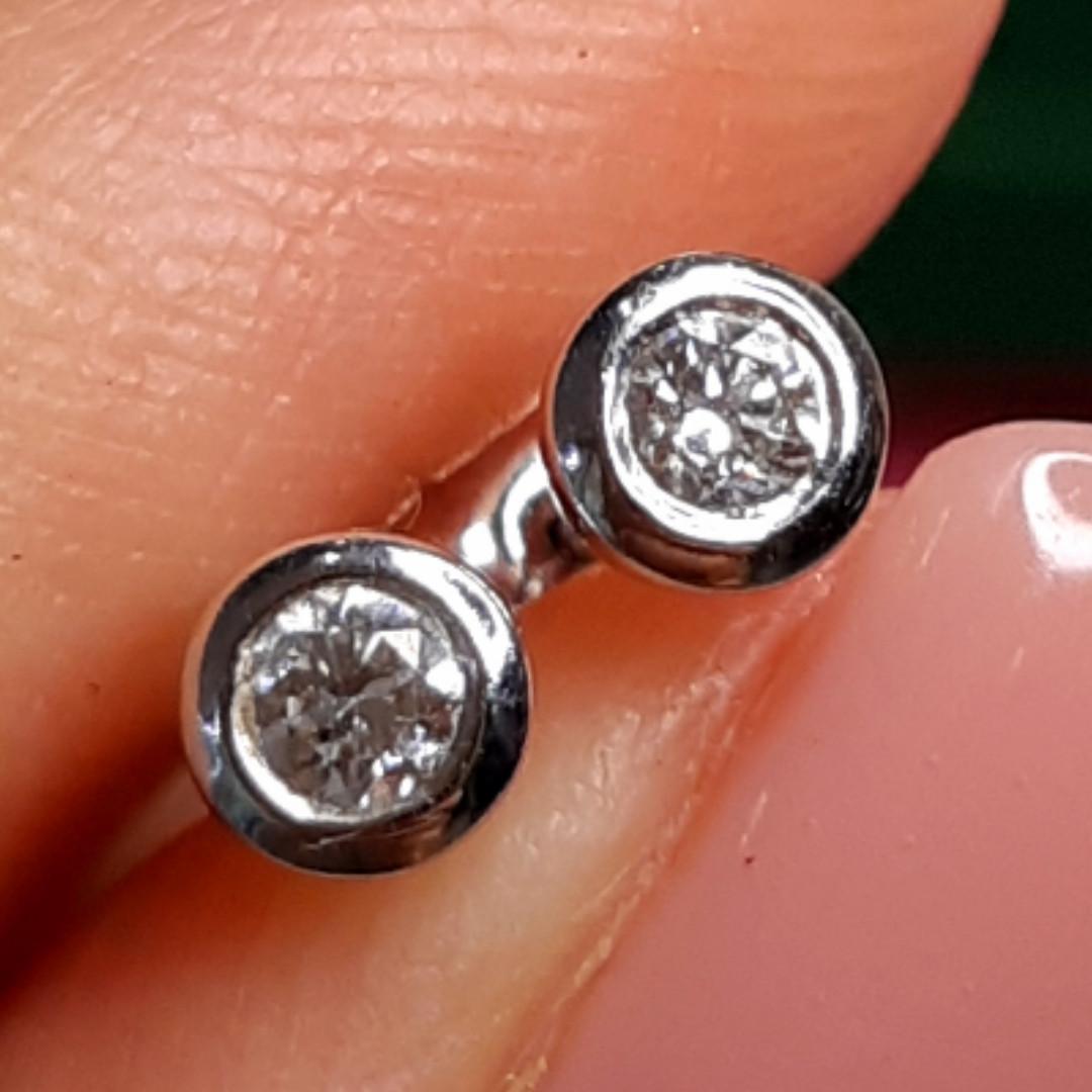 Серьги гвоздики с бриллиантами - Пуссеты из белого золота с бриллиантами