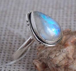 Серебряное кольцо с лунным камнем 19 размер