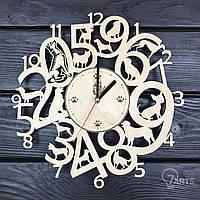 Интерьерные часы на стену из древа с собаками