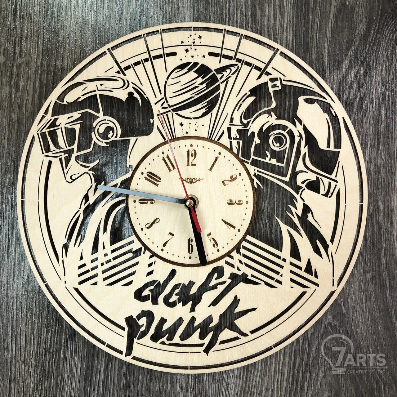 Концептуальные настенные часы в интерьер «Daft Punk»