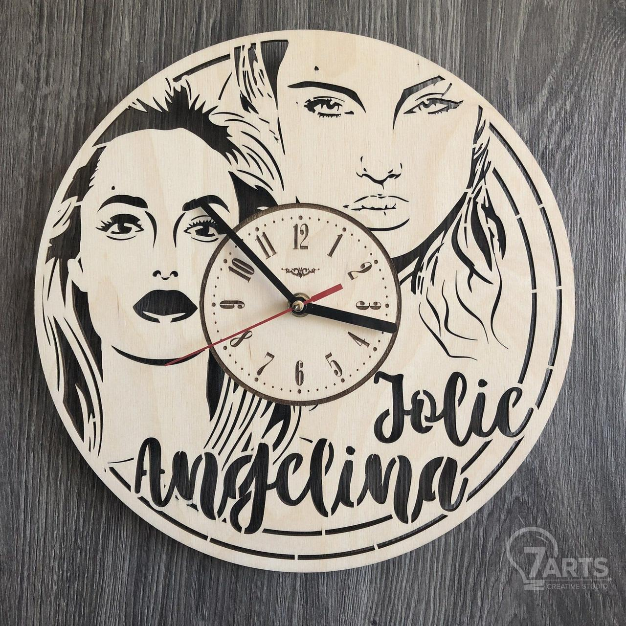Настенные часы с Анджелиной Джоли
