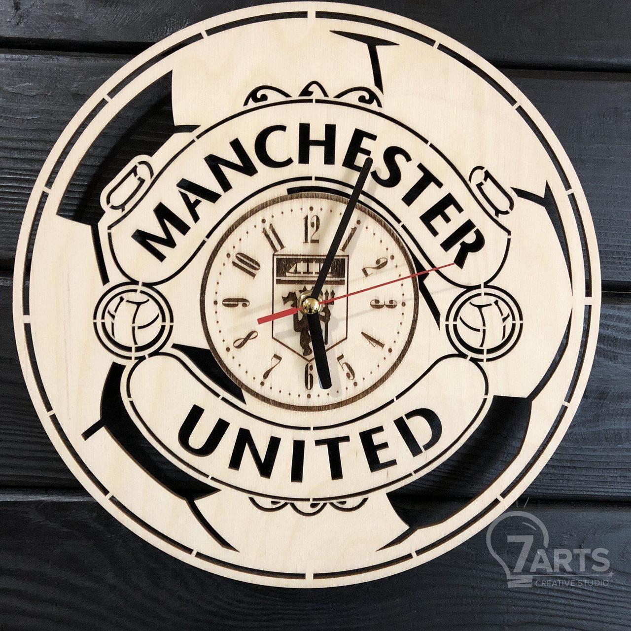 Концептуальные настенные часы в интерьер «Manchester United»