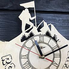 Оригинальные настенные часы из дерева «Скалолазание», фото 3