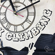 Оригинальные настенные часы из дерева «Скалолазание», фото 2