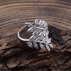 Серебряное кольцо П1529 вставка белые фианиты вес 2.9 г размер 20