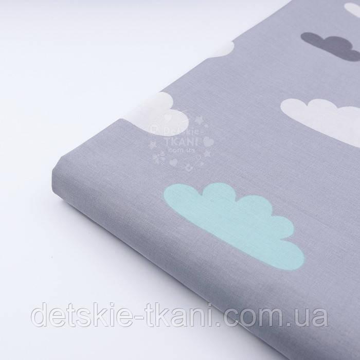 Лоскут ткани с мятными и белыми облаками на сером фоне, (№1157)