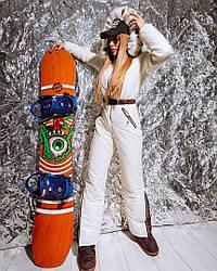 Зимний женский лыжный комбинезон декорированный мехом эко-рыси, белого цвета