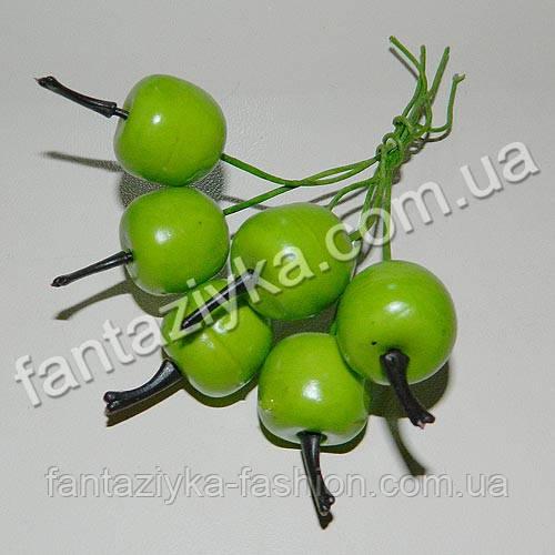 Пучок маленьких зеленых яблок, 6 штук