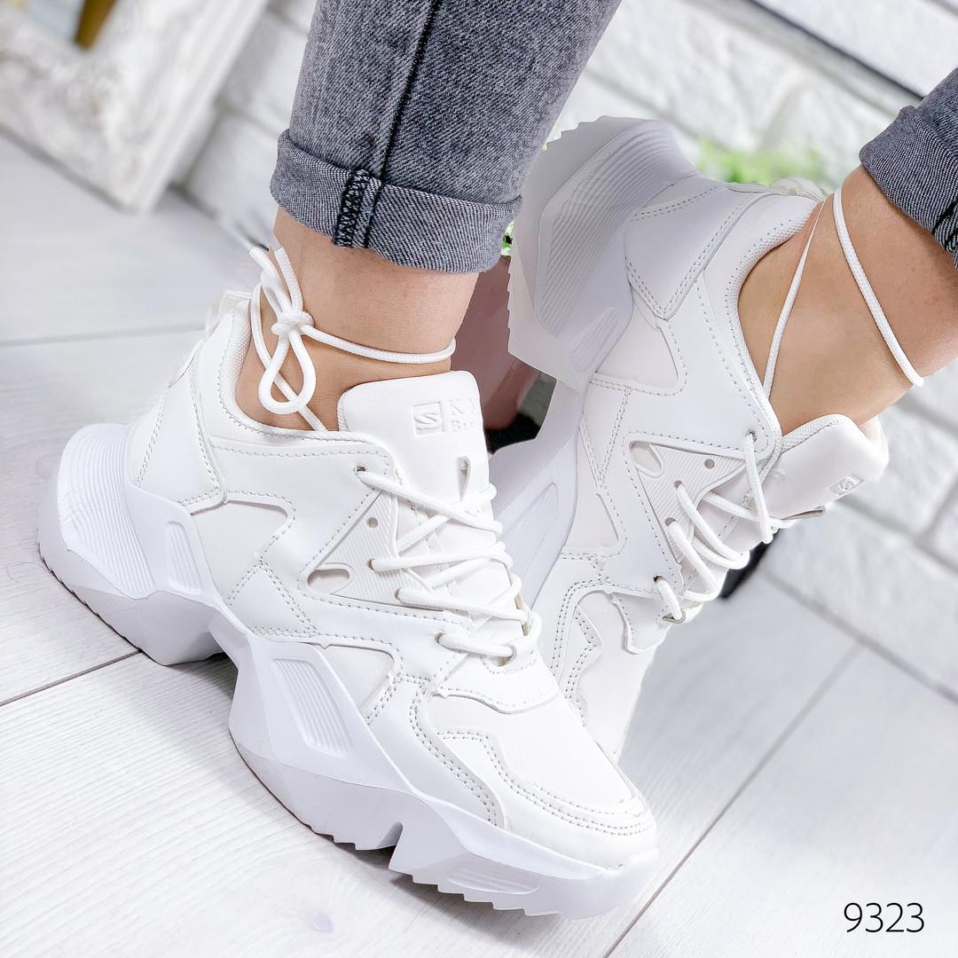Женские белые  кроссовки на массивной фигурной подошве