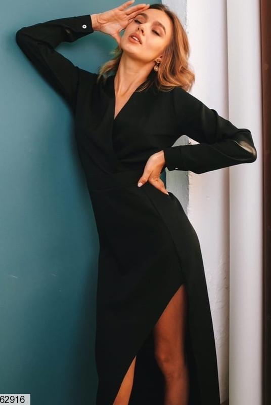 Нарядное черное однотонное длинное платье на запах с разрезом