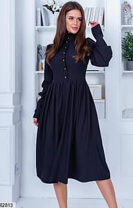 Однотонное закрытое черное женское платье миди с высокой талией