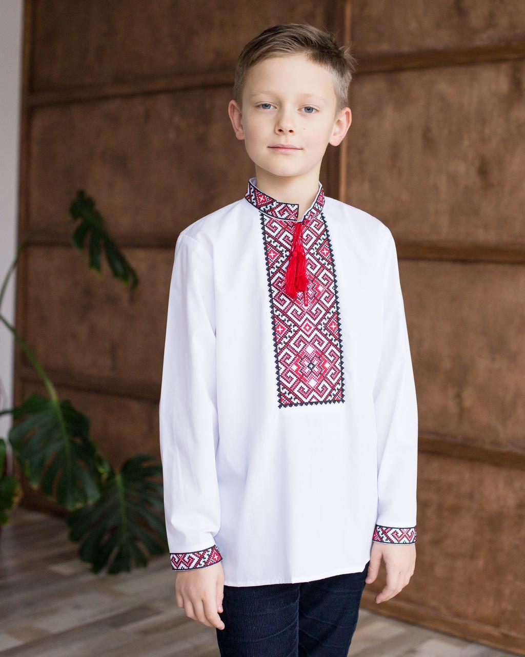 Дитяча вишиванка для хлопчика з червоним орнаментом
