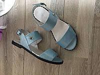Женские босоножки из кожи голубого цвета