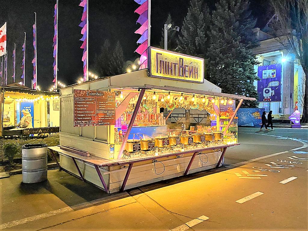 """Компания """"Промконтракт"""" изготовила и поставила в Киев на ВДНХ торговые киоски и павильоны для сезонного развлекательного парка «Зимова країна на ВДНГ»"""