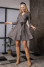 Женское платье из плотного замша в клетку