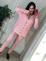 Женский вязаный костюм с кофтой на пуговицах