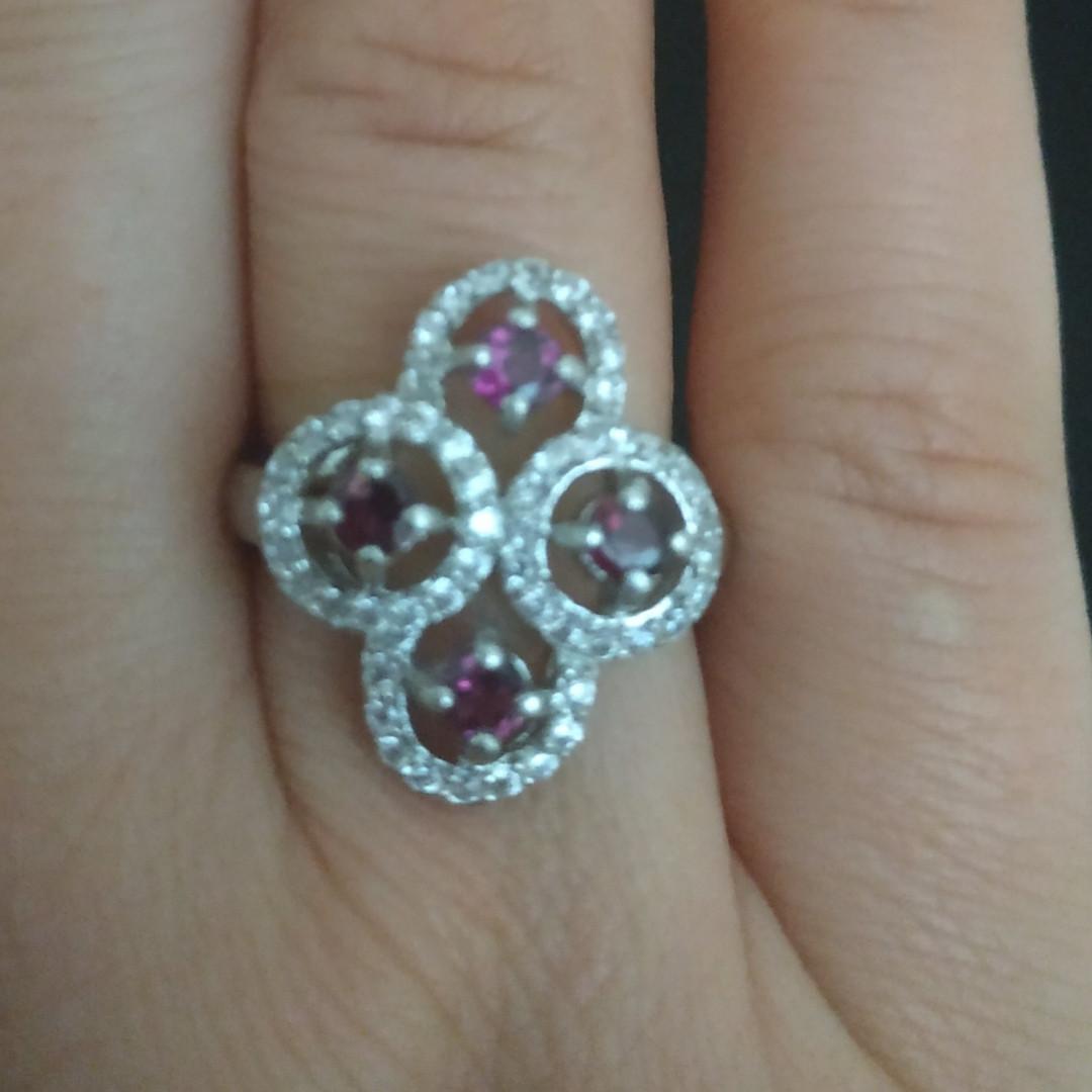 Срібний перстень з гранатами