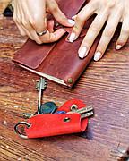 Кожаная ключница Keysi женская красная