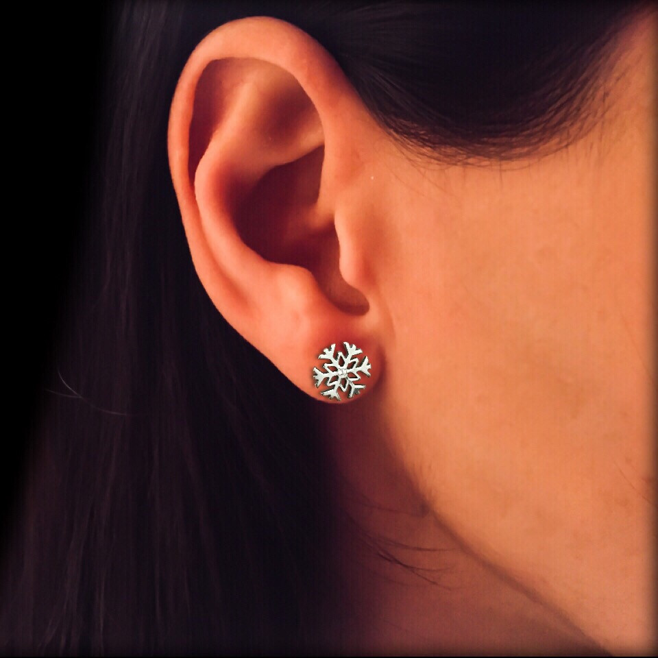 Серебряные серьги гвоздики с закруткой Снежинки Selenit 23275