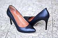 Женские черные кожаные туфли лодочки на шпильке Италия