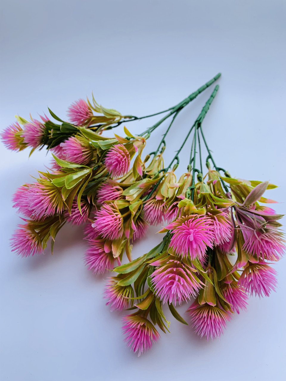 Искусственный,декоративный куст- репей розовый.