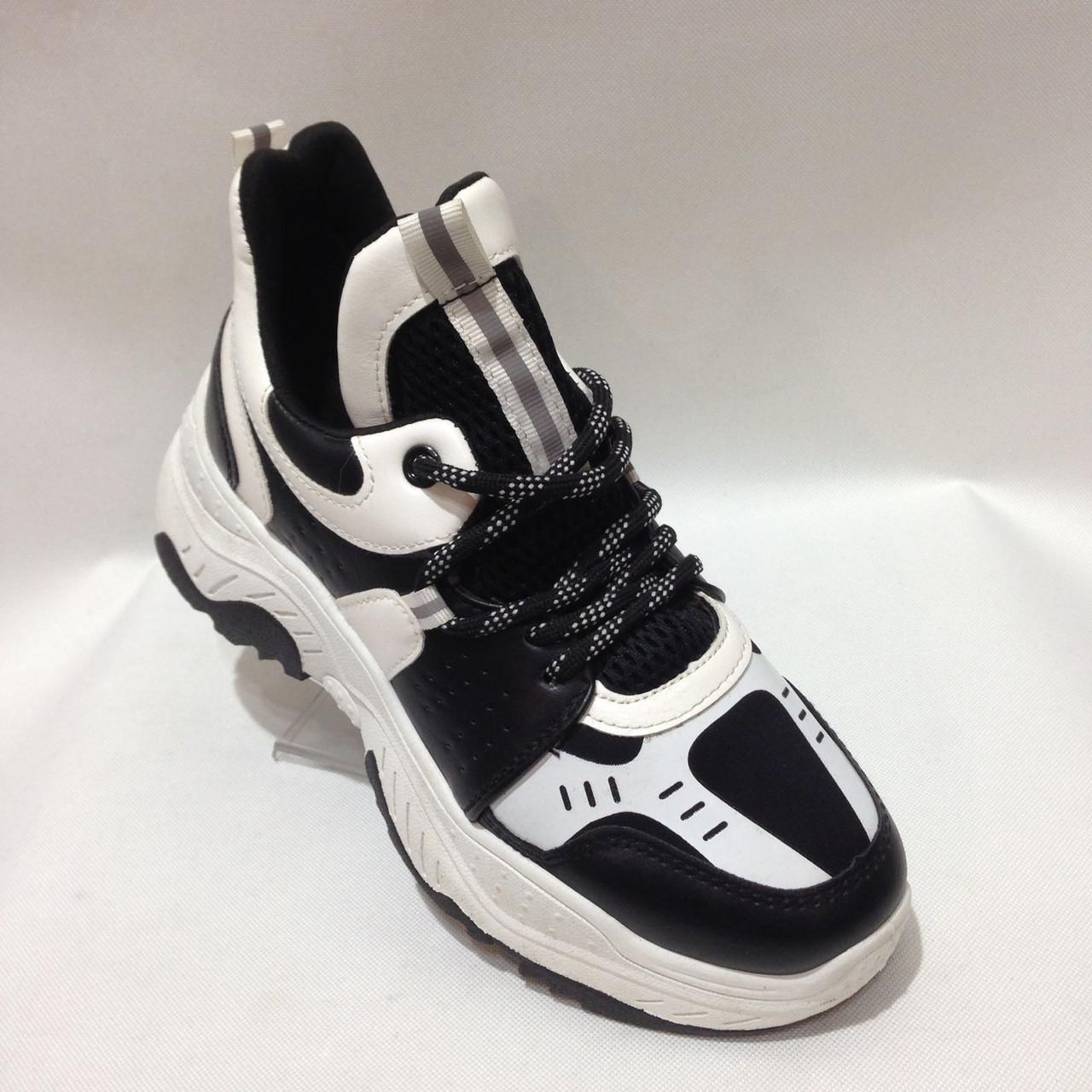 36,38 Кросівки жіночі чорні з білим на товстій підошві