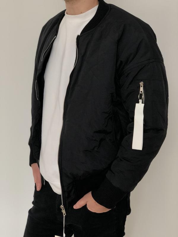 Мужской бомбер куртка с боковым карманом и оранжевой подкладкой