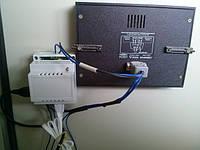 Контроллер автоматизации врезанный в дверь Щита.