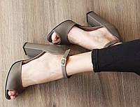 Женские бежевые кожаные босоножки с открытым пальчиком на ремешке Италия