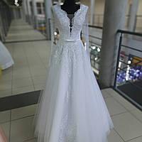 Свадебное белоснежное платье с длинным рукавом и не пышной юбкой Днепр