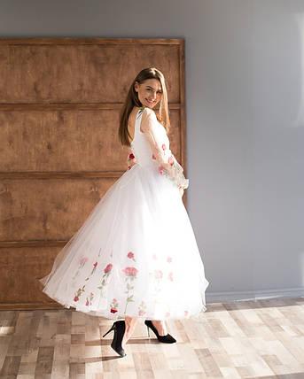 Біла вечірня сукня з вишивкою, фото 2