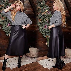 Батальная кожаная юбка длины миди