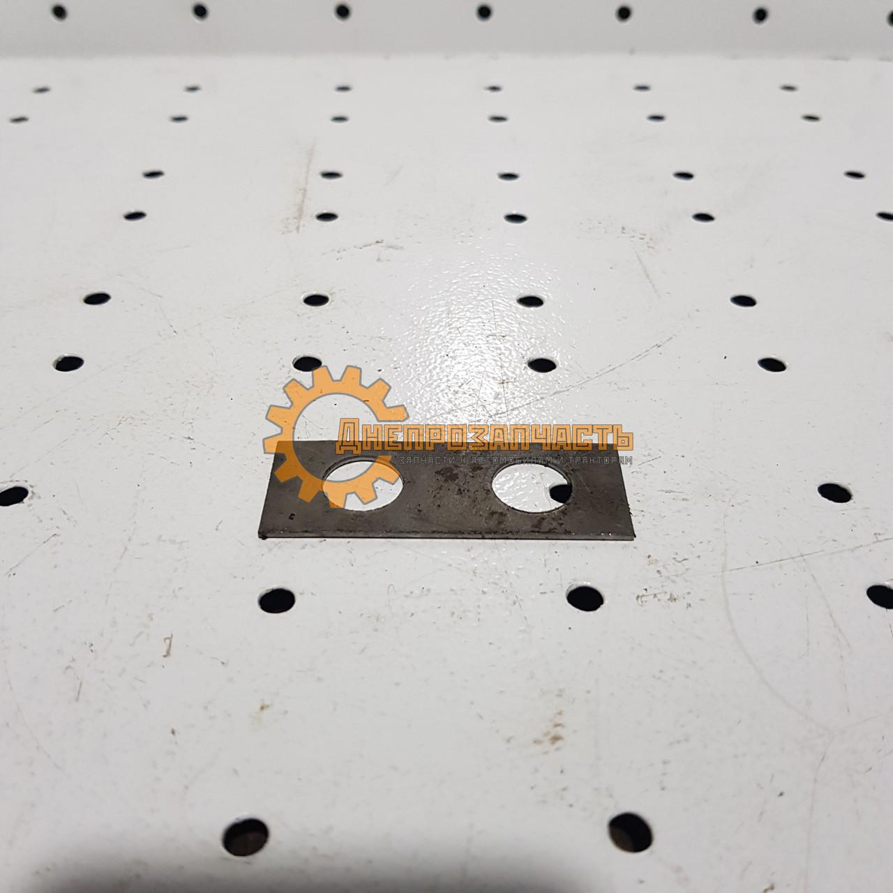 Пластина стопорная полуоси заднего моста ЮМЗ-6