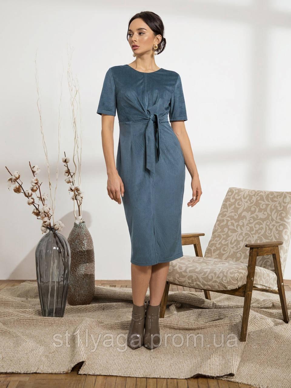 Стильное платье из вельвета с коротким рукавои и разрезом спереди