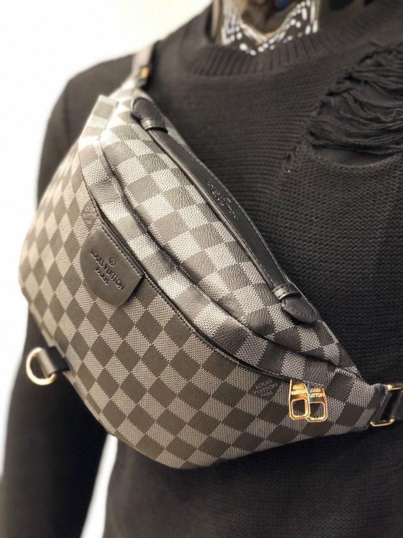 Мужская сумка мессенджер бананка Louis Vuitton серая с черным. Живое фото (Реплика ААА+)