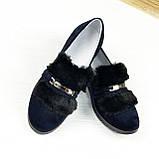 Женские синие замшевые туфли, декорированы мехом с фурнитурой, фото 2