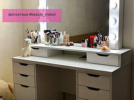 Столик для макияжа с удобными ящиками и шкатулками под зеркалом 2