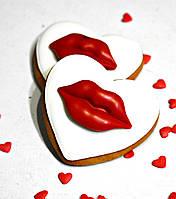 Лучший подарок на День Влюблённых - расписной медовый имбирный пряник Губы