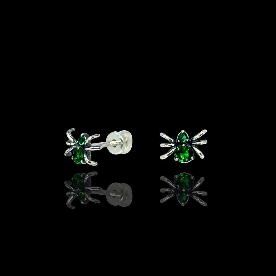 Серебряные серьги-пуссеты с камнями Паучки