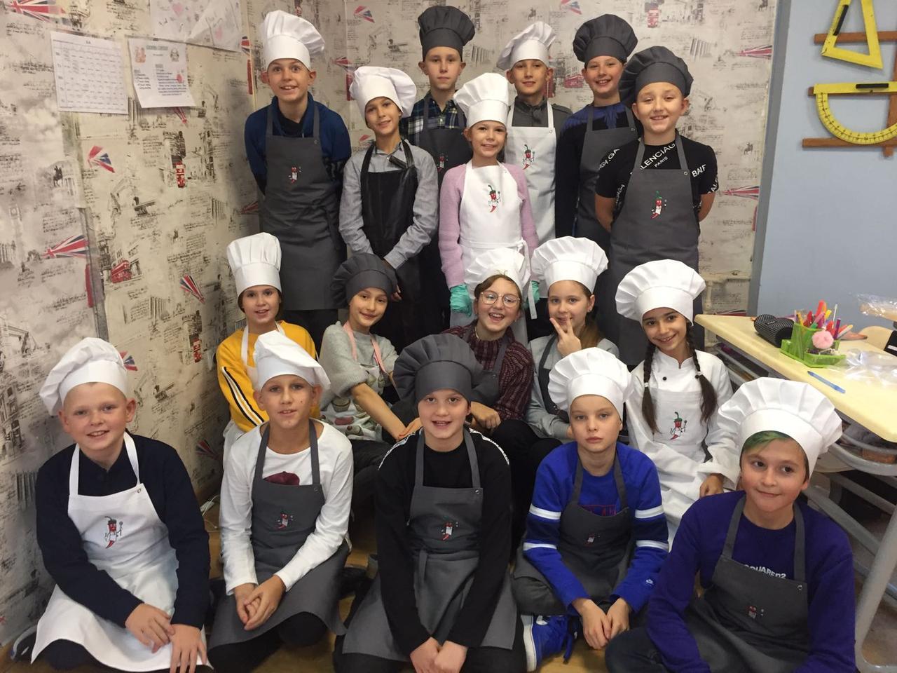 Повара одной из киевских школ, провели школьный кулинарный конкурс!