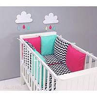Комплект в детскую кроватку Хатка розовый зигзаг с мятой