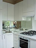 Кухня белая глянцевая, рабочая стенка - зеркалj, фото 1