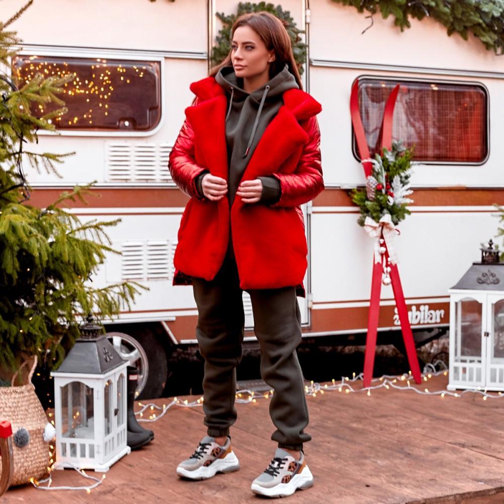 Женская куртка из экомеха на пуговицах красная