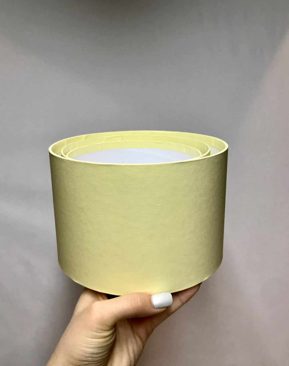 Коробка средняя круглая низкая без крышки