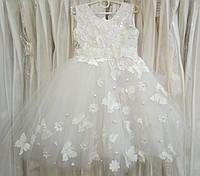 4.152 Нежное белое нарядное детское платье-маечка с бабочками на 4-5 лет