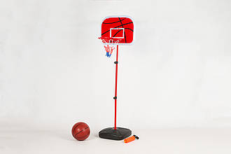Баскетбольное кольцо на стойке со щитом. В комплекте мяч и насос